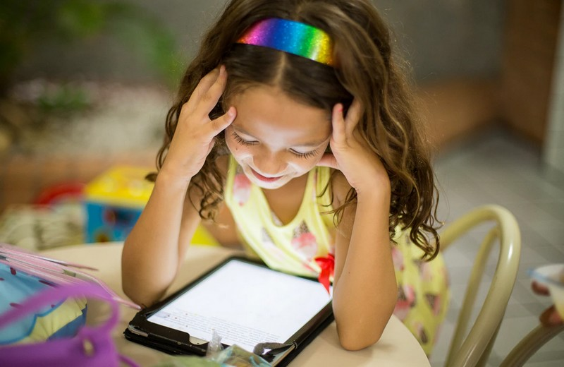 Time spent in front of a screen has an impact on children`s development